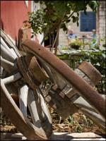Η αυλή τού παραδοσιακού ξενώνα Πορφυρόν στα Ζαγοροχώρια