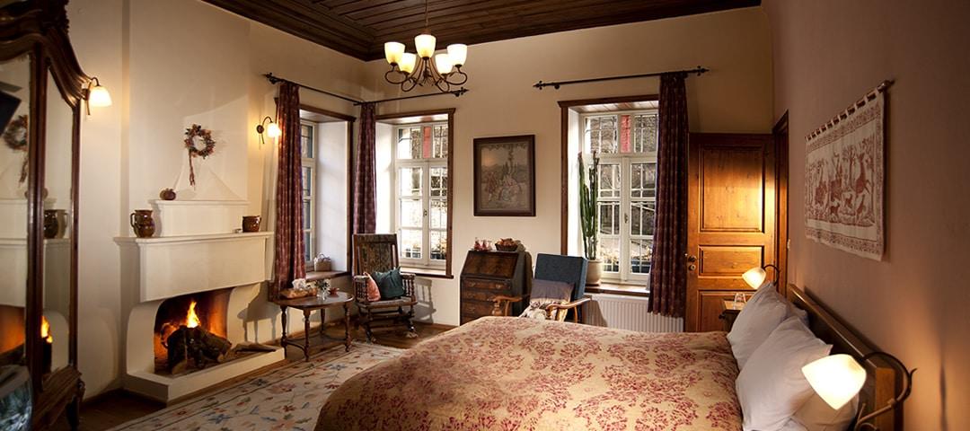 Stouros kamer in de herberg Profyron in Ano Pedina dorp is een zeer ruime tweepersoons kamer op de eerste etage met zitgedeelte