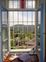 Het uitzicht vanaf een van de kamers van het Hotel Porfyron in Ano Pedina