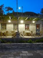 'S nachts op de veranda van Hotel Porfyron