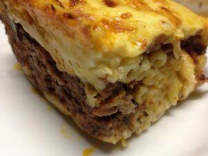 Παστίτιο Er is nog een troostgerecht wat niet bekend staat als gezond, maar wel erg lekker is. Dat is Παστίτιο, Pastitsio, een ovenschotel van pasta met gehakt en bechamelsaus.